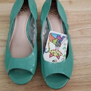 GUC vince camuto SEAFOAM GREEN kitten heels 6m